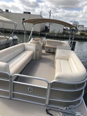 2018 pontoon boat for Sale in Miami, FL