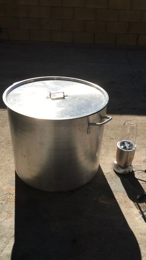 Stockpot with lid and a blender for Sale in Santa Ana, CA