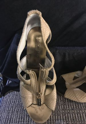 Michael Kors open -toed shoe size 8-9 for Sale in Tacoma, WA