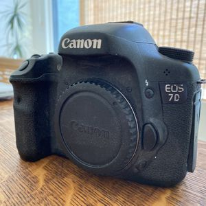 Canon 7D Body With Battery And Charger And Strap for Sale in West Lake Stevens, WA