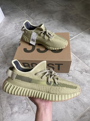 Yeezy Boost 350 V2 sulfur (size 10.5) for Sale in Fairfax, VA