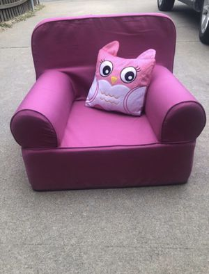 Pink chair with pillow for kids ! for Sale in Lewisville, TX