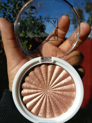 ( NO BOX IS INCLUDED ) OFRA COSMETICS X NIKKIETUTORIALS GLOW GOALS HIGHLIGHTER ➖ ORIGINALLY RETAILS; $25 for Sale in Stockton, CA