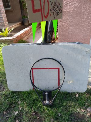 Basketball hoop, backboard & rim for Sale in Fresno, CA