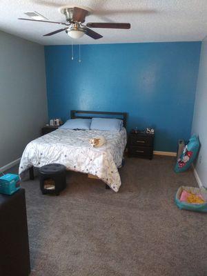 4 pc bedroom set for Sale in Visalia, CA