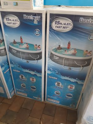 BESTWAY POOL 15FTX42 IN DEEP INCLUDES PUMP FILTER LADDER AND COVER for Sale in Montclair, CA