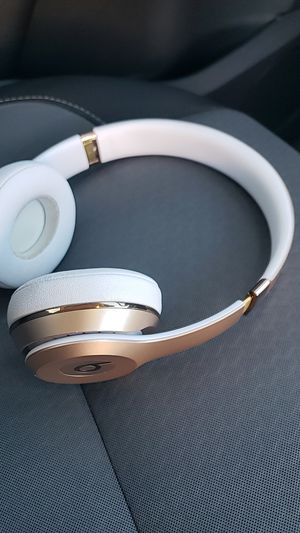 Beats solo 3 rose gold for Sale in Las Vegas, NV