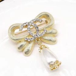 Gold Bow Pearl CC Brooch for Sale in Newark,  CA