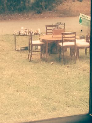 Kitchen table w/ chairs /yard sale for Sale in Forest Park, GA