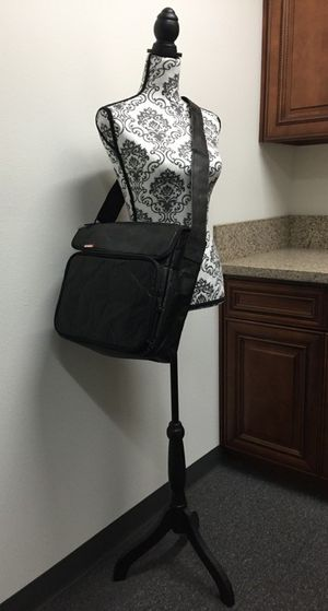 """Brand new Skutr 8.5x11"""" Messenger tablet laptop puffy jacket bag tablet mobility for Sale in Montebello, CA"""