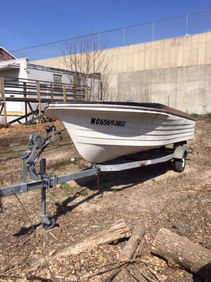 Boat and trailer for sale for Sale in Caledonia, MI