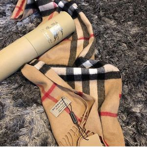 Scarft Burberry for Sale in Everett, MA