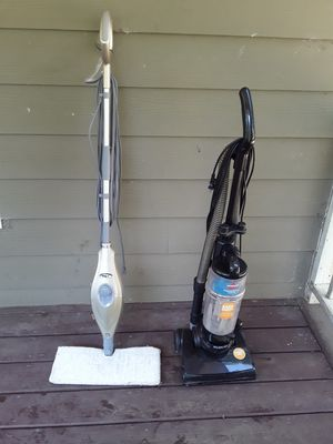 bissell bagless vacuum +shark steam mop for Sale in College Park, GA