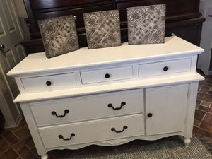 Elegant Provincial Dresser/Tv Stand/Entryway Table/Baby Drawers for Sale in Perris, CA