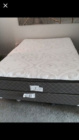 Queen Bed, plush for Sale in Tampa, FL