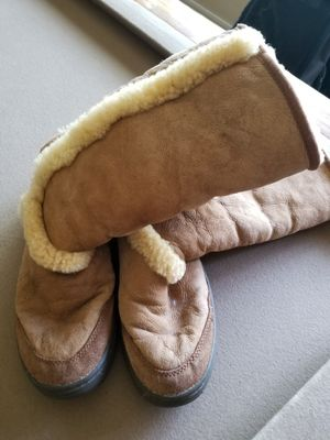 UGG Tan Snow Boots Size 9 for Sale in Vista, CA