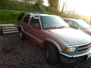 96 Chevy Blazer nice leather interior 4.3 Vortec engine got a weird noise to it runs great drives nice very clean for Sale in Port Orchard, WA
