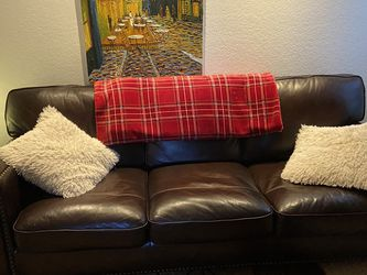 Brown leather couch for Sale in Lynnwood,  WA
