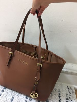 Michael Kors tote bag (brown) for Sale in New York, NY