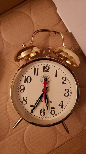 ACU-RITE Gold tone retro style table clock Alarm for Sale in Cleveland, OH