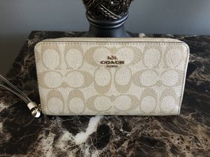 Coach wristlet for Sale in Evergreen Park, IL