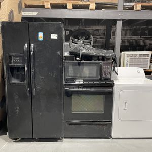 Refrigerator Washer Microwave for Sale in Baltimore, MD