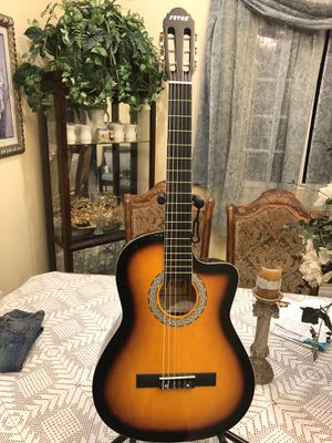 Fever classic acoustic guitar with nylon strings for Sale in South Gate, CA