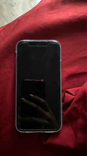 iPhone XR 64 gigs for Sale in Visalia, CA