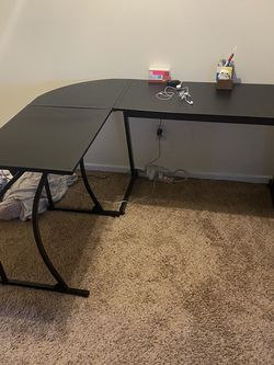 L Shape Desk & Office Chair for Sale in Rochester,  NY