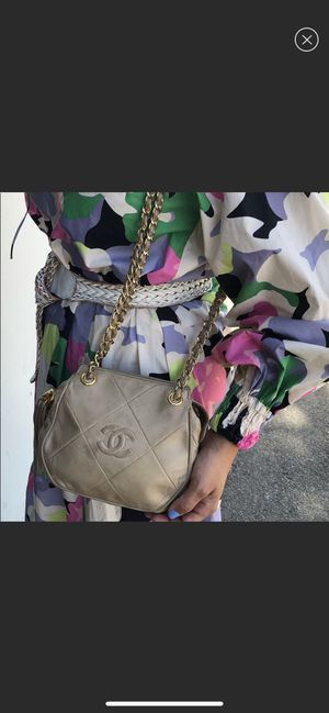 💯 % Vintage Chanel Handbag for Sale in Fountain Valley, CA