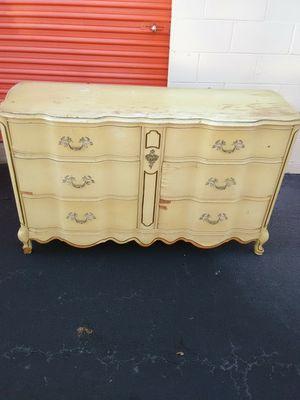 Bassett antique dresser for Sale in Greenville, SC