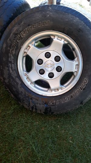 Chevrolet Silverado rims from 99 to 2005 for Sale in Bakersfield, CA