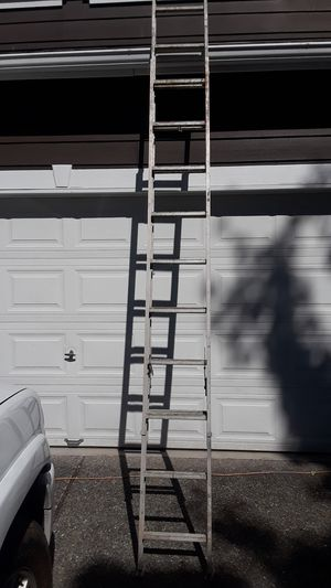 18 ft aluminum extension ladder by Sears for Sale in Edgewood, WA