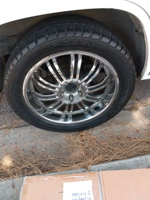 """Rims and tires 22"""" 305 40 r22 $250 for Sale in Lakeside, CA"""