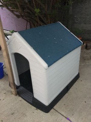 Lr dog house for Sale in Chicago, IL