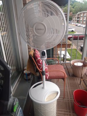 Floor fan 3speed clean and good working condition for Sale in Alexandria, VA