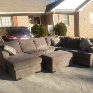 Delivery Available Gray Sectional With Storage Ottoman for Sale in Stone Mountain, GA