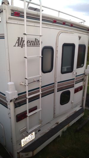 1999 Alpenlite Camper excellent condition for Sale in Bonney Lake, WA