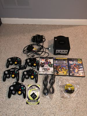 GameCube LOT BUNDLE with games, (super smash bro's melee, mario party, and more), controllers, great condition collectors item for Sale in Fairfax, VA