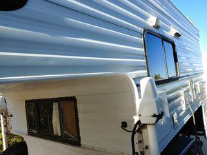 Fleetwood 10' truck camper for Sale in Phelan, CA