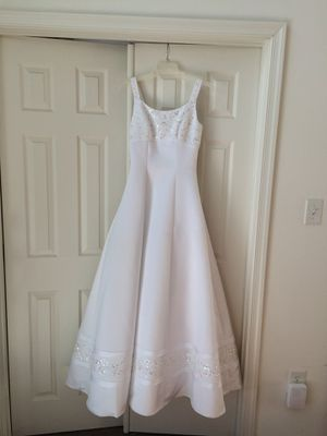 White sleeveless wedding gown for Sale in Washington, DC