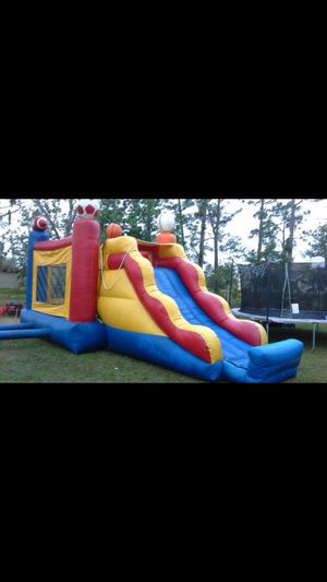 BOUNCE HOUSE WITH SLIDE AND BASKETBALL HOOPS ( NO BLOWER INCLUDED) for Sale in Kissimmee, FL