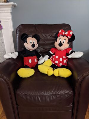 Large Mickey and Minnie Mouse stuffed animals for Sale in UPPR Saint CLAIR, PA