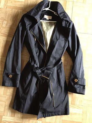 Michael kors Rain 🌧 ☔️ 🧥 coat / para la lluvia for Sale in Los Angeles, CA