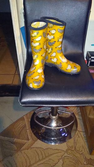 Rain boots...size 8 for Sale in Tampa, FL