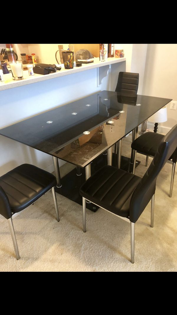 Table with chairs - barely used
