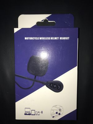 BLUETOOTH 5.0 MOTORCYCLE HELMET HIFI HEADSET RIDER TO RIDER TO cell phone music intercom sets for Sale in San Francisco, CA