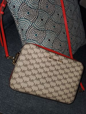 Michael Kors Purse for Sale in Valley View, OH