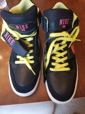 Nike tennis shoes for Sale in Rockville, MD
