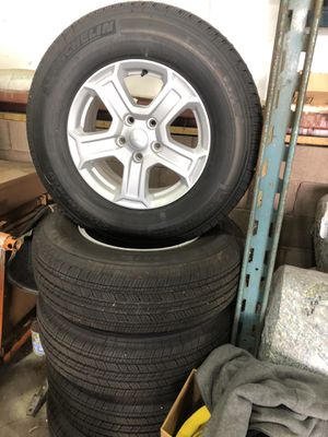 JEEP Wrangler Unlimited Wheels/Tires Set of 5 for Sale in Pittsburgh, PA